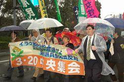 約2000人の参加者が米大使館へ向けて抗議のパレード
