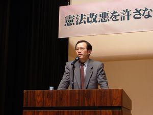 講演する小沢隆一さん