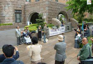 裁判前に行われた集会には多くの支援者が集まりました