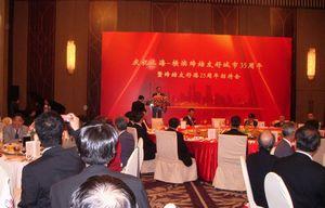 舞台上であいさつしているのは上海市副市長