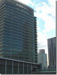 人員削減を強行中の日産本社ビル